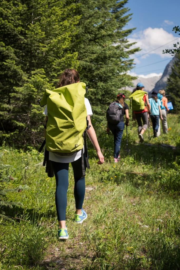 hiking-2446336_1920